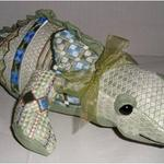 "ALLY GATOR SIZE: 4.5"" X 12"" MESH: 18 & 13 *STITCH GUIDE INCLUDED"