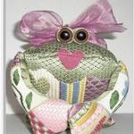 "LILLY FROG SIZE: 6.5"" X 6"" MESH: 18 & 13 *STITCH GUIDE INCLUDED"