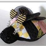 "BIZZY BEE SIZE: 9"" X 7"" MESH: 18 *STITCH GUIDE INCLUDED"